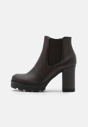 Kotníkové boty na platformě - dark brown