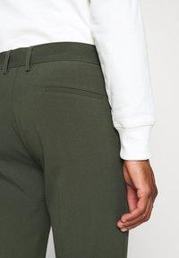 Lindbergh - CLUB PANTS - Pantaloni - army - 4