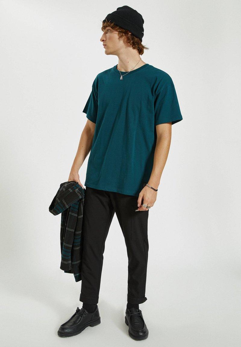 PULL&BEAR T-Shirt basic - dark green/dunkelgrün 027r9e