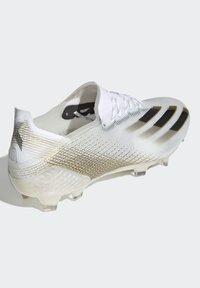 adidas Performance - X GHOSTED.1 FOOTBALL BOOTS FIRM GROUND - Fodboldstøvler m/ faste knobber - ftwwht/cblack/metgol - 7