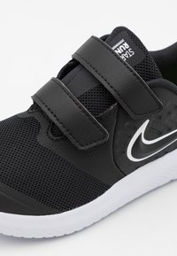 Nike Performance - STAR RUNNER 2 UNISEX - Hardloopschoenen neutraal - black/white/volt - 5