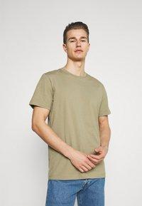 Selected Homme - SLHNORMAN O NECK TEE - Basic T-shirt - aloe - 0