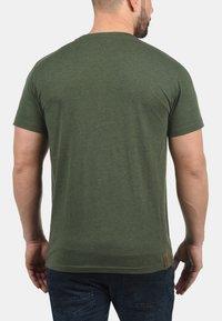 Solid - VOLKER - Basic T-shirt - climb ivy - 1