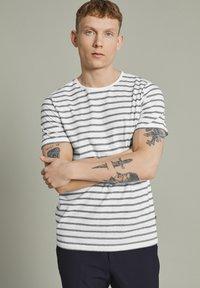 Matinique - MAJERMANE - Print T-shirt - white - 0