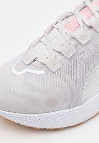 Nike Performance - REACT ESCAPE RN - Neutrala löparskor - vast grey/pink glaze/summit white/white - 5