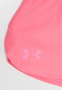 Under Armour - PLAY UP SOLID SHORTS - Korte broeken - pink lemonade - 2