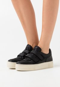 Selected Femme - SLFHAILEY TRAINER - Trainers - black - 0