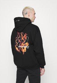 Mennace - FIRE HOODIE - Sweatshirt - black - 2