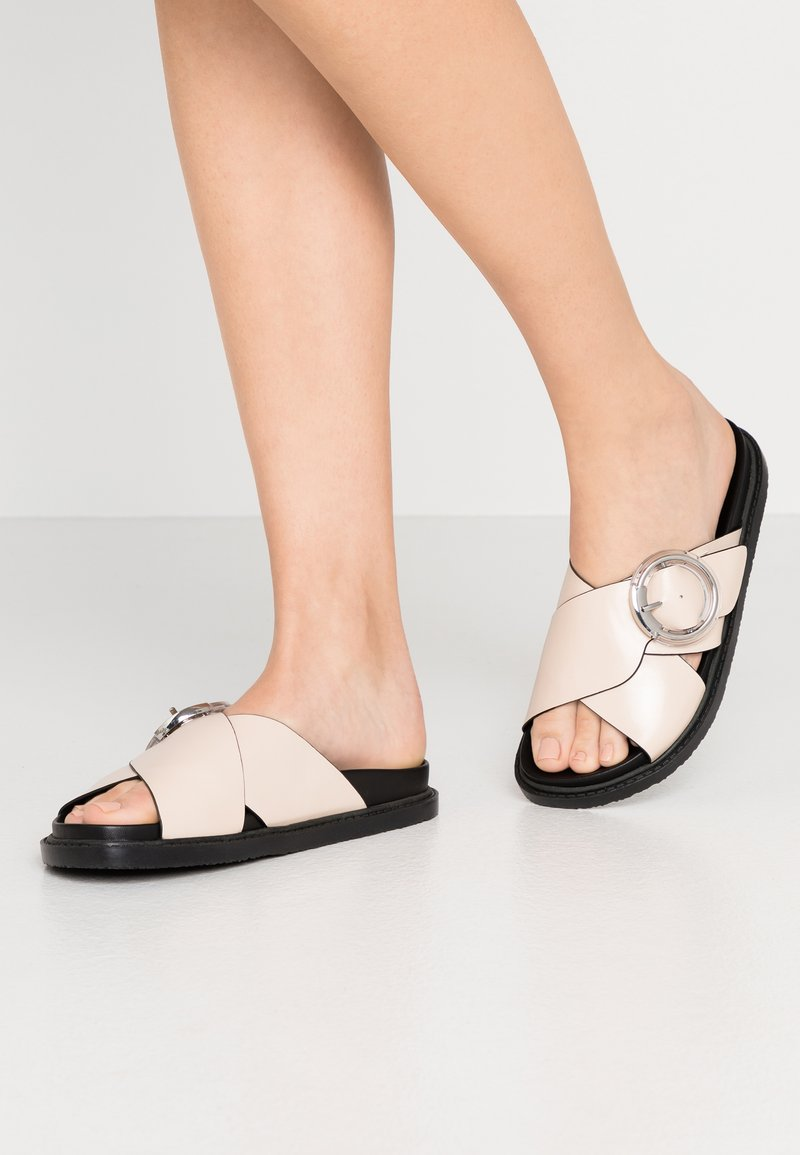 Topshop - PEDRO FOOTBED - Mules - stone