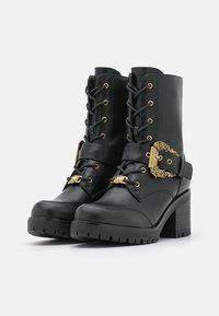 Versace Jeans Couture - Šněrovací kotníkové boty - nero - 6