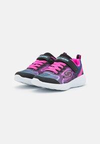 Skechers Performance - GO RUN 600 RADIANT RUNNER - Obuwie do biegania treningowe - black/multicolor - 1