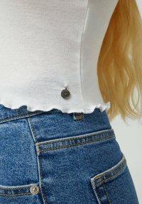 PULL&BEAR - Bluzka z długim rękawem - white - 4