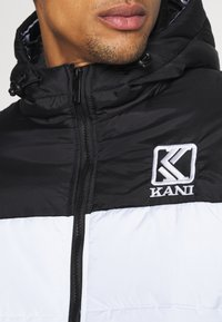 Karl Kani - HOODED BLOCK PUFFER JACKET - Winter jacket - white