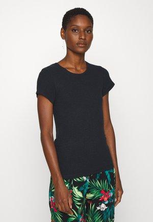 SLIM TEE - Jednoduché triko - black