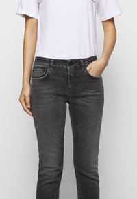 CLOSED - BAKER - Jeans Skinny Fit - mid grey wash - 4