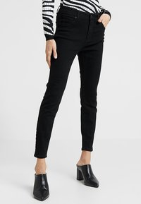 Cotton On - MID RISE GRAZER  - Jeans Skinny Fit - core black - 0