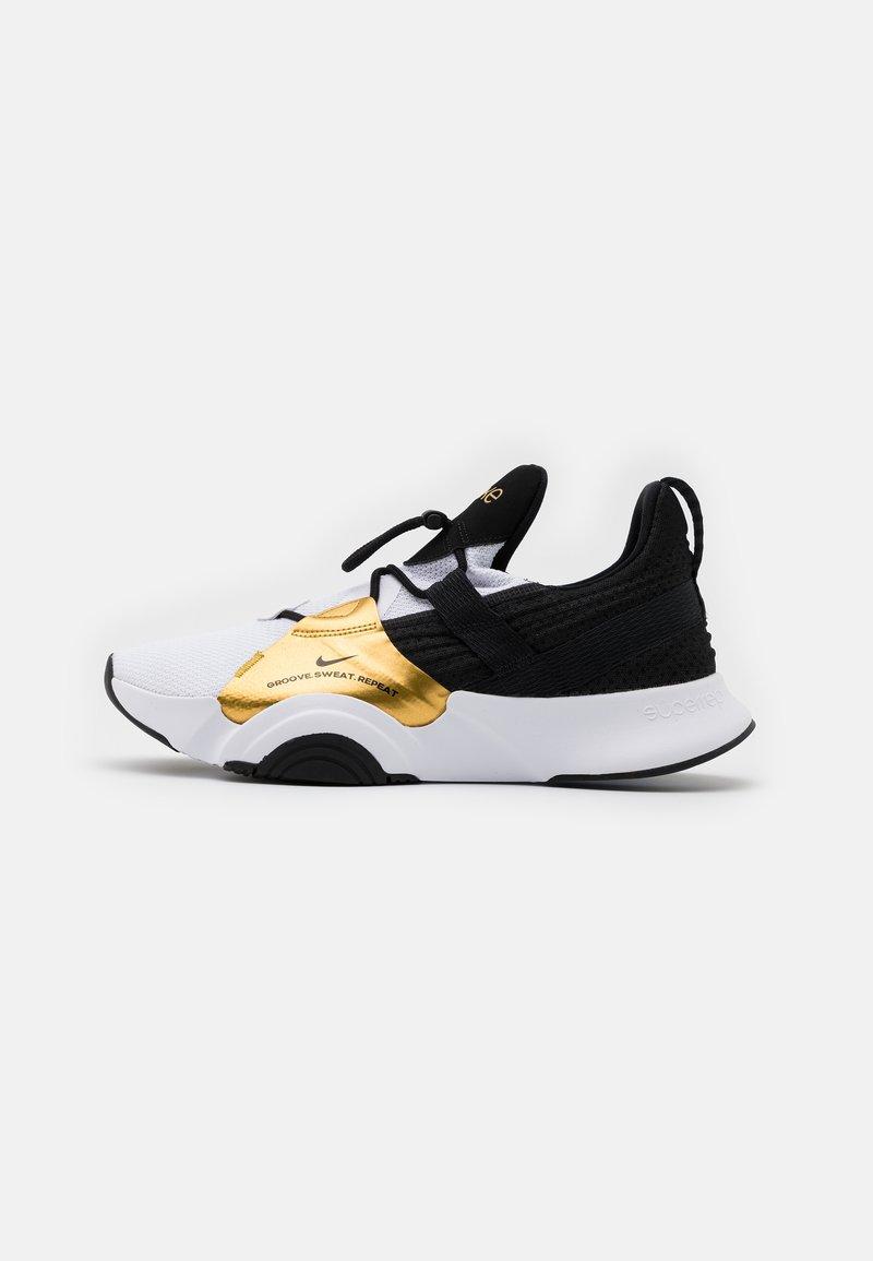 Nike Performance - SUPERREP GROOVE - Zapatillas de entrenamiento - white/black/metallic gold coin/black