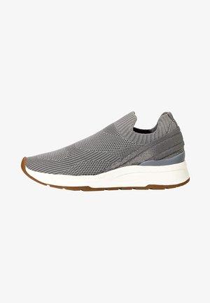 MIT ELASTISCHEM OBERMATERIAL - Sneakers laag - grey