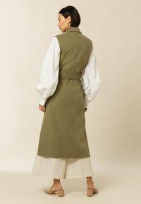 IVY & OAK - BORAGE BLOOM - Waistcoat - olive - 2