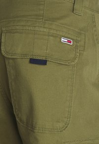 Tommy Jeans - WASHED CARGO - Short - uniform olive - 5