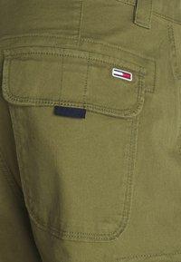 Tommy Jeans - WASHED CARGO - Shortsit - uniform olive - 2