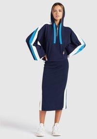 khujo - ZENGINA - Bluza z kapturem - blue/white - 3