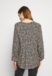 b.young - BYISOLE V NECK BLOUSE - Bluser - black combi - 2