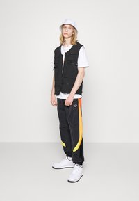 adidas Originals - SPRAY UNISEX - Pantaloni sportivi - black - 1