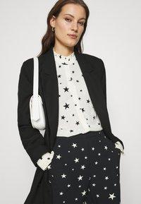 Fabienne Chapot - PUCK TROUSER - Trousers - black/warm white - 3