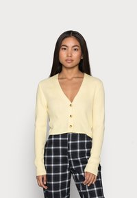 Missguided Petite - CROP CARDIGAN - Cardigan - pale yellow - 0
