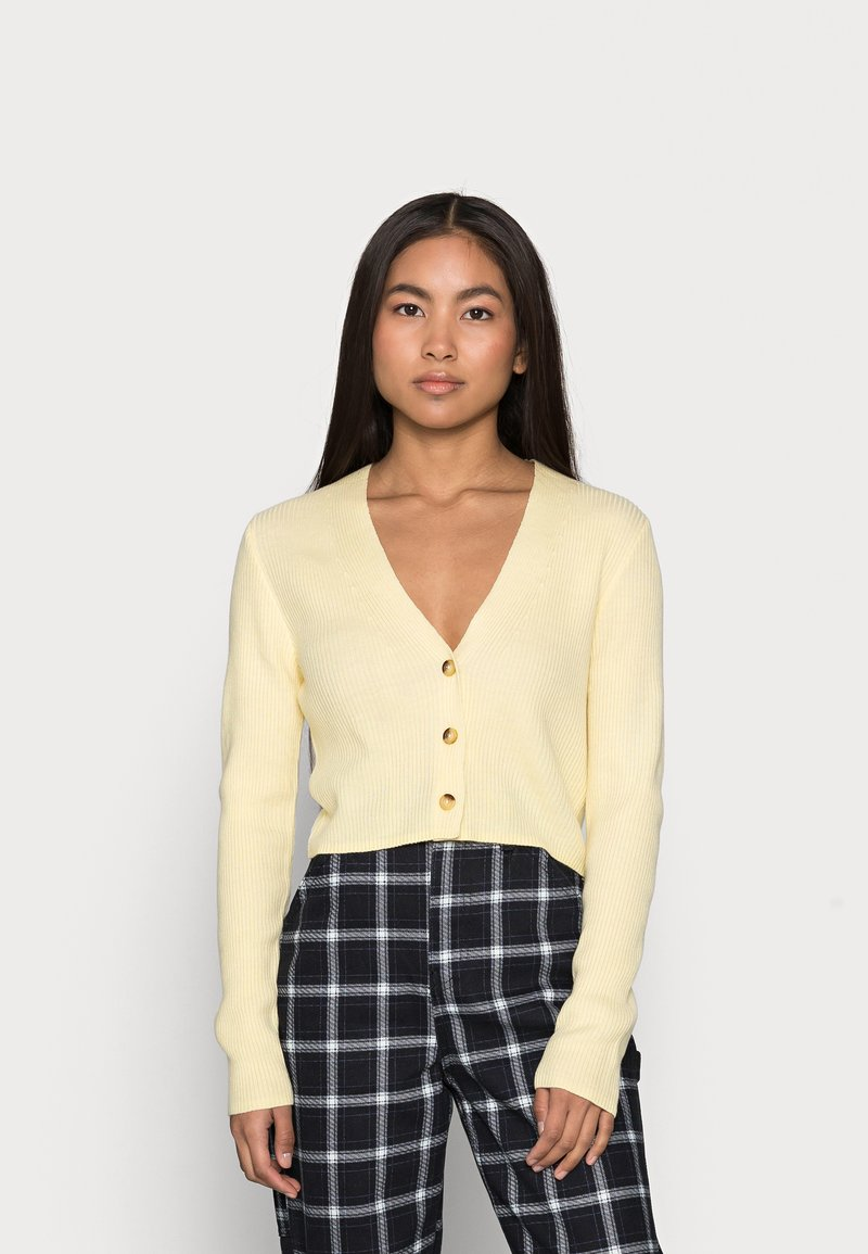 Missguided Petite - CROP CARDIGAN - Cardigan - pale yellow