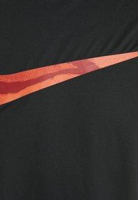 Nike Performance - DRY - T-shirt con stampa - black - 5