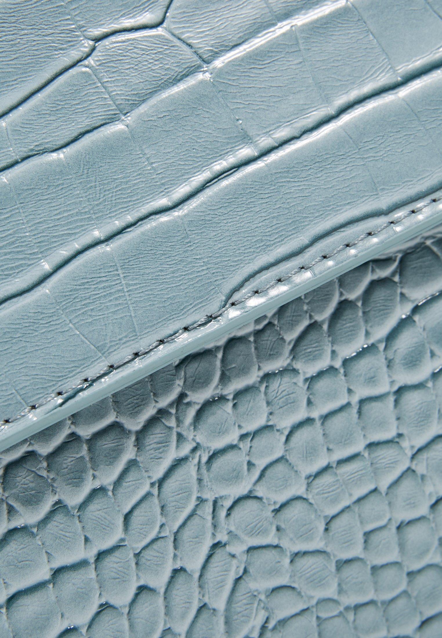Hvisk Cayman Shiny Strap Bag - Umhängetasche Baby Blue/hellblau