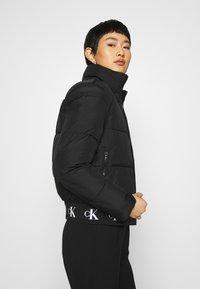 Calvin Klein Jeans - REPEATED LOGO PUFFER - Kurtka zimowa - black - 3