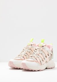 MICHAEL Michael Kors - HERO TRAINER - Sneakers hoog - cream/multicolor - 2