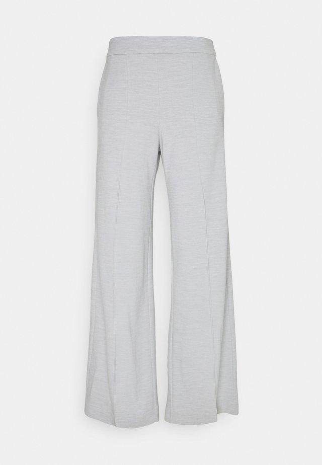 LEJANNA TROUSERS - Pantaloni - grey