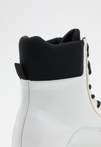 Joshua Sanders - VELAR BOOT - Platform ankle boots - white - 4
