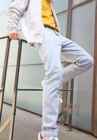 Pegador - SEVILLA PATTERN JEANS - Straight leg jeans - light blue - 2