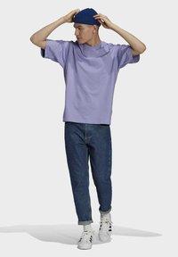 adidas Originals - PREMIUM TEE UNISEX - T-shirts basic - light purple - 1