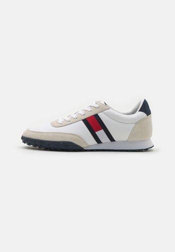 PROFILE MIX RUNNER RETRO - Trainers - white