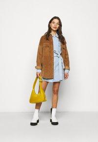 Missguided Petite - UTILITY POCKET BELTED DRESS - Denim dress - light blue - 1