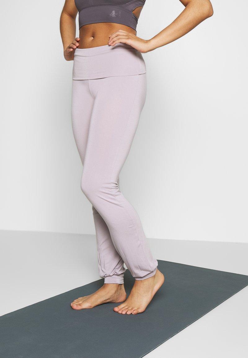 Curare Yogawear - LONG PANTS ROLL DOWN - Joggebukse - puder