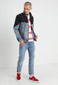Levi's® - UNBASIC MOCKNECK TRUCKER - Giacca di jeans - cruv trucker - 1