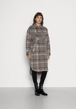 EMERY - Classic coat - caramel