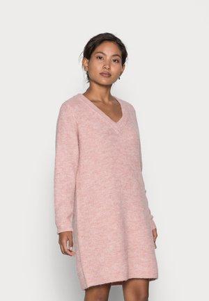 PCELLEN V NECK DRESS - Sukienka dzianinowa - misty rose