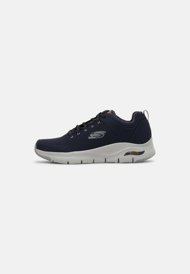 ARCH FIT TITAN - Sneakers basse - navy