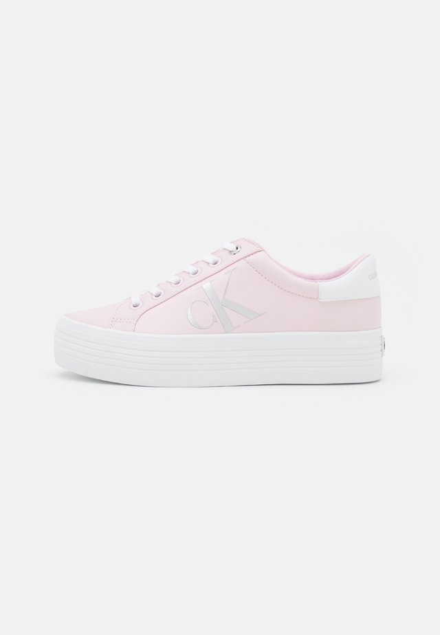 VULCANIZED FLATFORM LACEUP - Baskets basses - pearly pink
