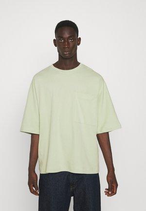 OVERSIZED POCKET - T-shirt basic - light green