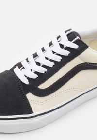 Vans - OLD SKOOL UNISEX - Trainers - asphalt/afterglow - 5
