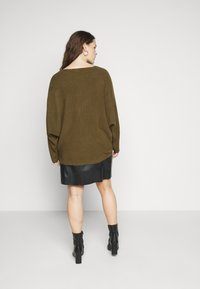 New Look Curves - EXPOSED SEAM CASH BAWTING - Jumper - khaki - 2
